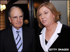 US senator George Mitchell (r) and Israeli Opposition Leader Tzipi Livni