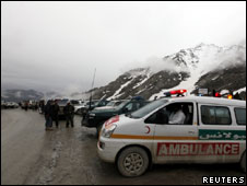 Ambulance on standby near the mountains where the Afghan plane is believed to have crashed in the Salang pass (17 May 2010)
