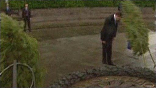 Ukraine's president Viktor Yanukovich hit by wreath