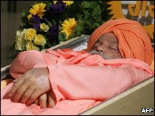 Sant Ramanand's body at Vienna's central cemetery on 2 June 2009