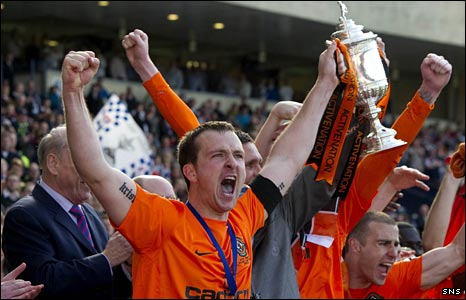 Andy Webster lifts the Scottish Cup at Hampden