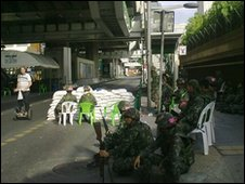 Soldiers at Ploenchit Station, Wednesday morning. Photo: Jarrod Stenhouse.