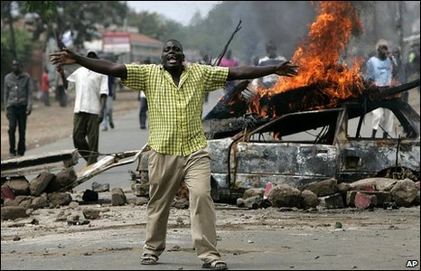 Opposition party supporters chant their grievances near to a burning barricade, in Kisumu, western Kenya [file photo: 16 Jan 2008]
