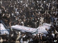 Mourners in Karachi, 6 Feb 2010
