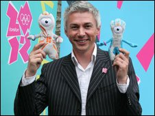 Mascots Wenlock and Mandeville with Jonathan Edwards