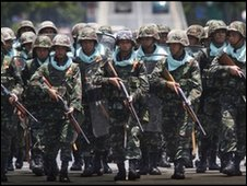 Thai soldiers move on anti-government protestors
