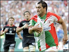 Karmichael Hunt races over to score for Biarritz