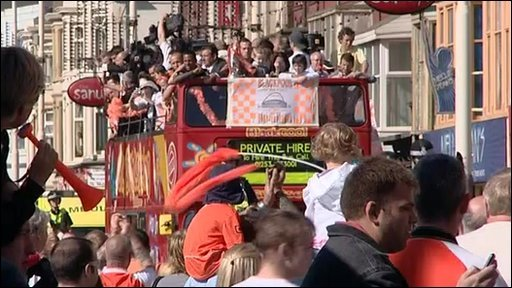 Blackpool comes out to celebrate their team&amp;apos;s promotion