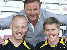 Hamilton manager Billy Reid with new signings Gavin Skelton and Jim McAlister