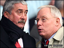 David Moores (left) and George Gillett at Anfield in 2007