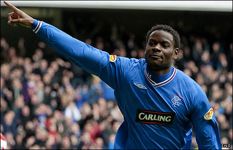 Maurice Edu in action for Rangers