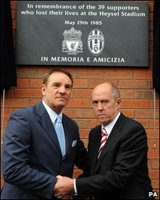 Former Juventus player Sergio Brio (L) and former Liverpool player Phil Neal
