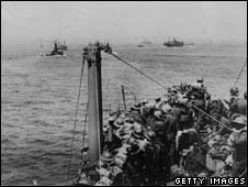 Sailors being rescued from Dunkirk in 1940