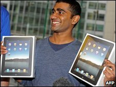 Rahul Koduri buys two iPads in Sydney, Australia on 28 May 2010