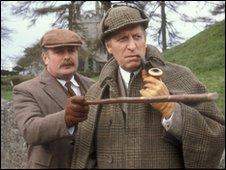 Watson et Holmes (Tom Baker et Terence Rigby  dans Le Chien des Baskervilles, en 1982)