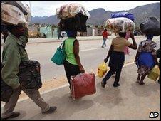 Zimbabweans fleeing De Doorns after attacks