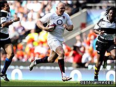 Mike Tindall scores