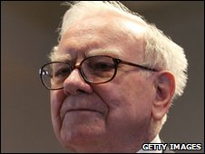 Warren Buffett being sworn in to testify before the Financial Crisis Inquiry Commission