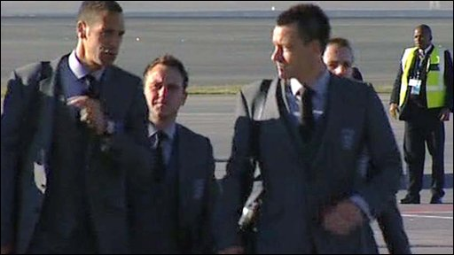 England players arriving at Johannesburg