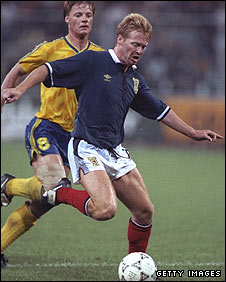 Mo Johnston in action against Sweden at the 1990 World Cup