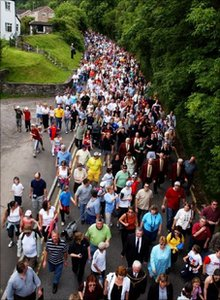 Thousands walk the boundary in Llantrisant