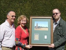 Martin Goff presents a piece of the Wold Cottage meteorite to Katrina and Derek Gray.