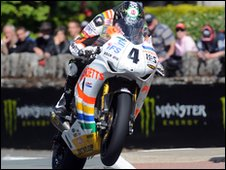Ian Hutchinson at St Ninian's crossroads during the Senior TT  race