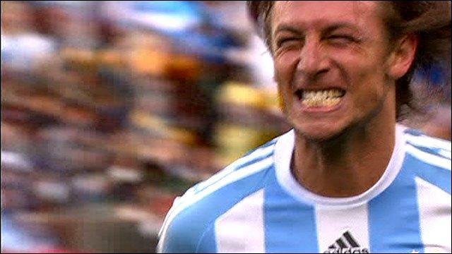 Heinze celebrates scoring for Argentina