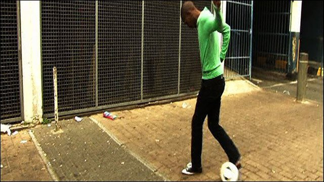 South African attempting a Cruyff turn