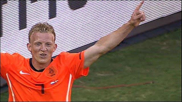 Dirk Kuyt celebrates