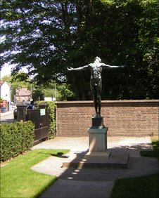 statue of boy outside Polar Museum Cambridge