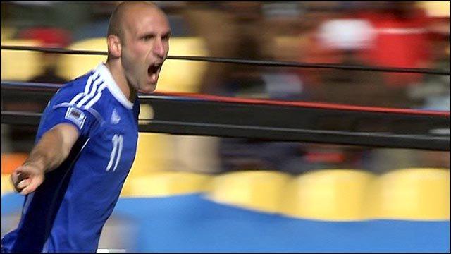 Robert Vittek scores for Slovakia