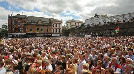 Crowd outside Guildhall in Derry