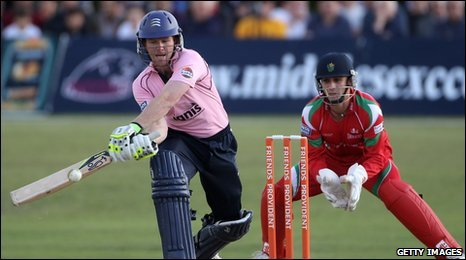 Eoin Morgan reverse sweeps