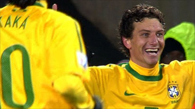 Elano slots home Brazil's second