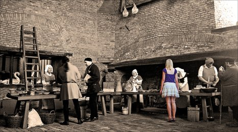 Violet, played by Abigail Griffin and the Medieval characters og the Lord Burgh's Retinue, picture by John Bennett