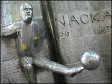Nacka Skoglund has a statue in his memory