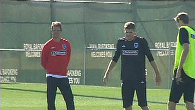 Fabio Capello, Steven Gerrard and Peter Crouch in training