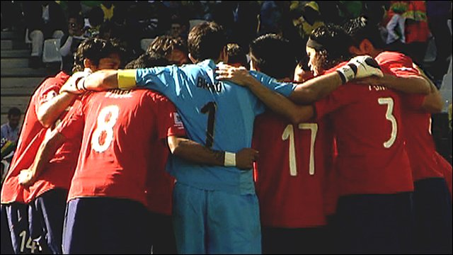 The Chile team in a huddle