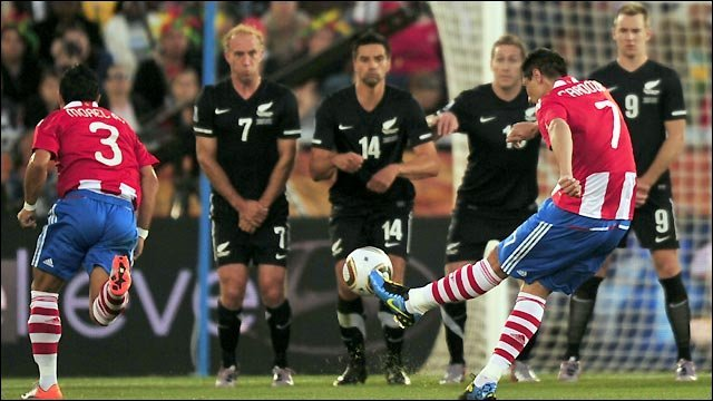 Paraguay&amp;apos;s Oscar Cardoza takes a free-kick against New Zealand