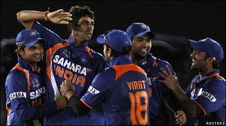 India celebrate a wicket in the final against hosts Sri Lanka
