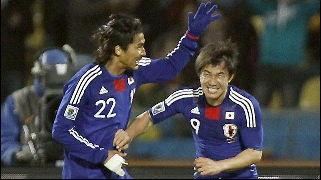 Shinji Okazaki celebrates his goal for Japan