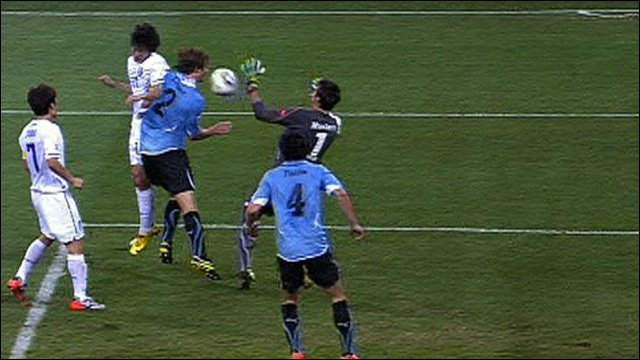 Lee Chung-Yong equalises for South Korea against Uruguay.