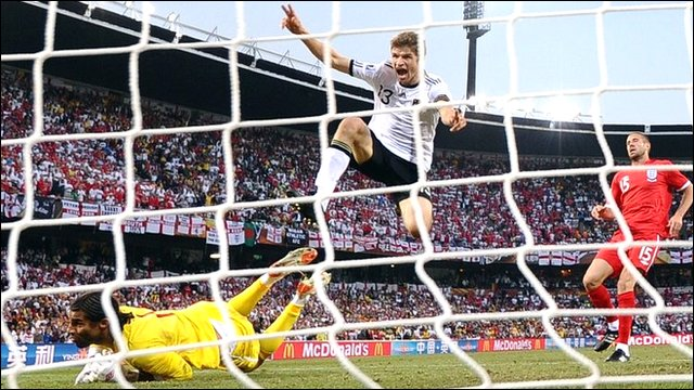 Thomas Mueller scores Germany's fourth against England