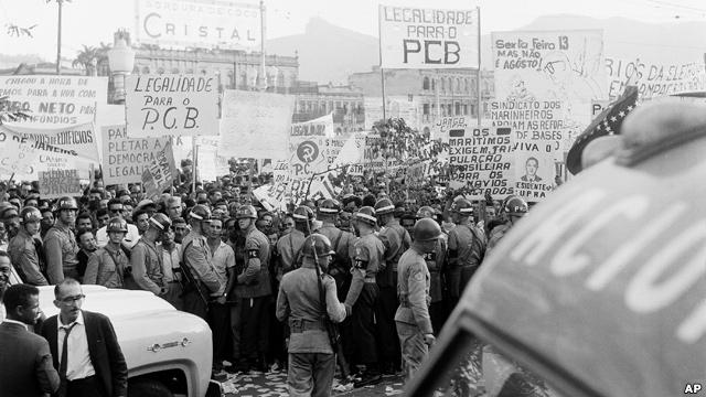 Foto do comício da Central do Brasil