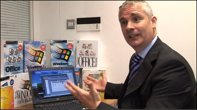 Microsoft UK Managing Director Gordon Frazer running Windows 3.1 on a Vista PC