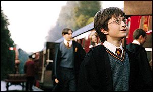 Harry Potter (Daniel Radcliffe) arrives at wizard school