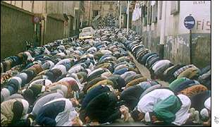 Algerian Islamic fundamentalists at prayer