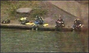 Divers at Dorothea Quarry, north Wales