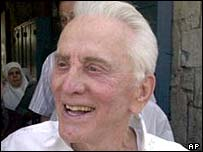 http://newsimg.bbc.co.uk/media/images/38922000/jpg/_38922049_kirk_douglas_203ap.jpg
